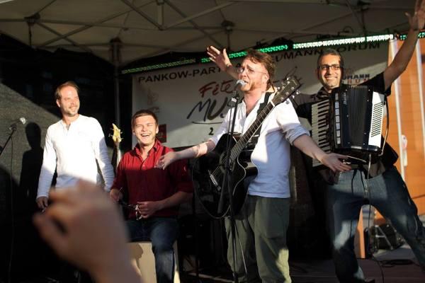 (left to right) Marcus - Bass, Vocals; Rene - Cajon; Egidio - Accordion; Martin - Guitar, Vocals