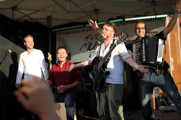 (left to right) Marcus - Bass, Vocals; Rene - Cajon; Egidio - Accordion; Martin - Guitar, Vocals